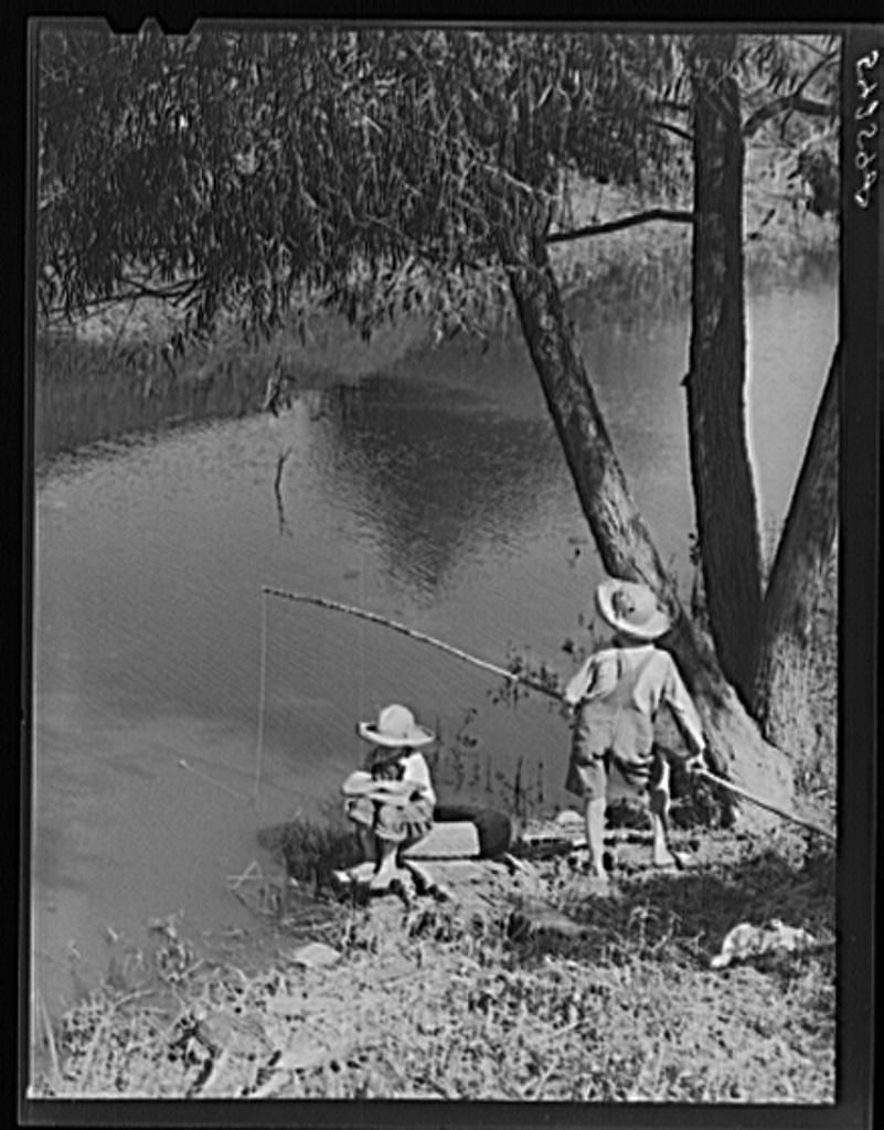 cajun-children-fishing-in-bayou-near-the-school-by-terrebonne-project-schriever-1024