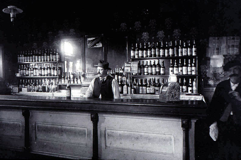 800px-Broadway_Saloon_(Beaverton,_Oregon_Historical_Photo_Gallery)_(319)